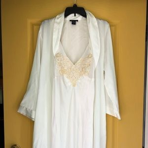 Jones New York negligee and robe